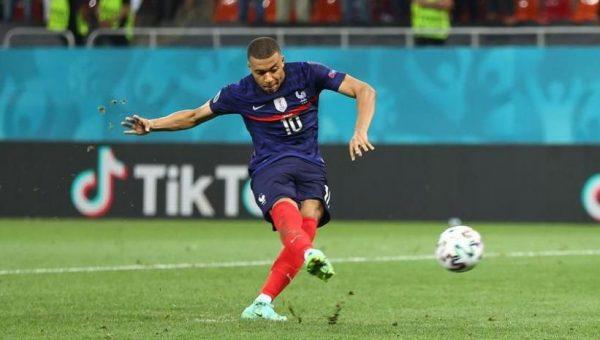 Entorno de Mbappé, molesto por la entrevista del Paris Saint-Germain